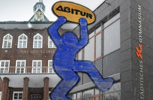 Hochschulreife als Ziel: Sowohl am Evangelisch Stiftischen (l.), als auch am Städtischen Gymnasium gibt es 2013 doppelt so viele Abiturienten wie bisher (Foto: Raimund Vornbäumen)