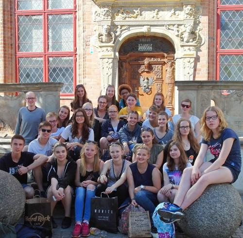 Die deutsche Reisegruppe nach dem Shoppen in der Altstadt von Danzig