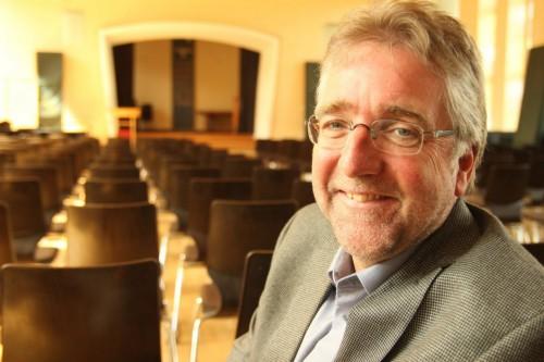 Noch ist die Aula leer: Martin Fugmann, neuer Direktor des ESG, wird hier in Kürze die Schüler begrüßen. Seine offizielle Einführung erfolgt erst im Laufe des Septembers. - © Ludger Osterkamp